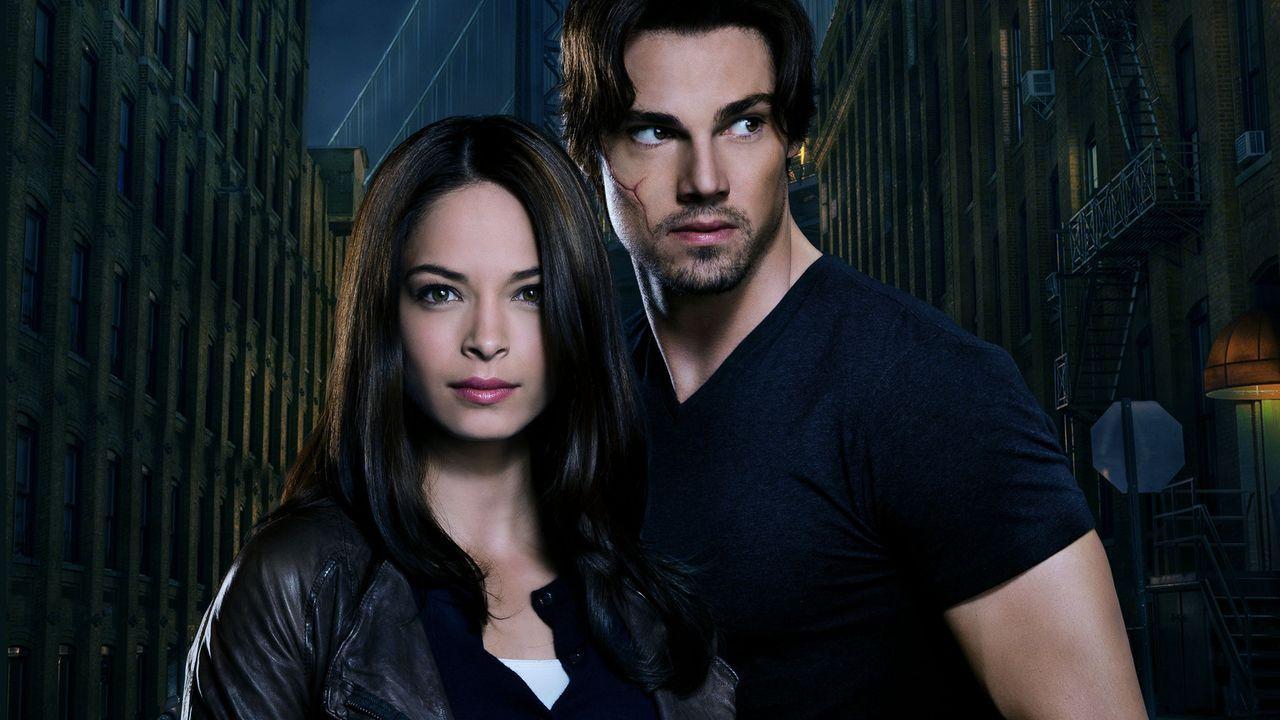 (1. Staffel) - Gemeinsam klären sie Mordfälle auf: Catherine Chandler (Kristin Kreuk, l.) und Vincent Keller (Jay Ryan, r.) ... - Bildquelle: 2012 The CW Network, LLC. All rights reserved.