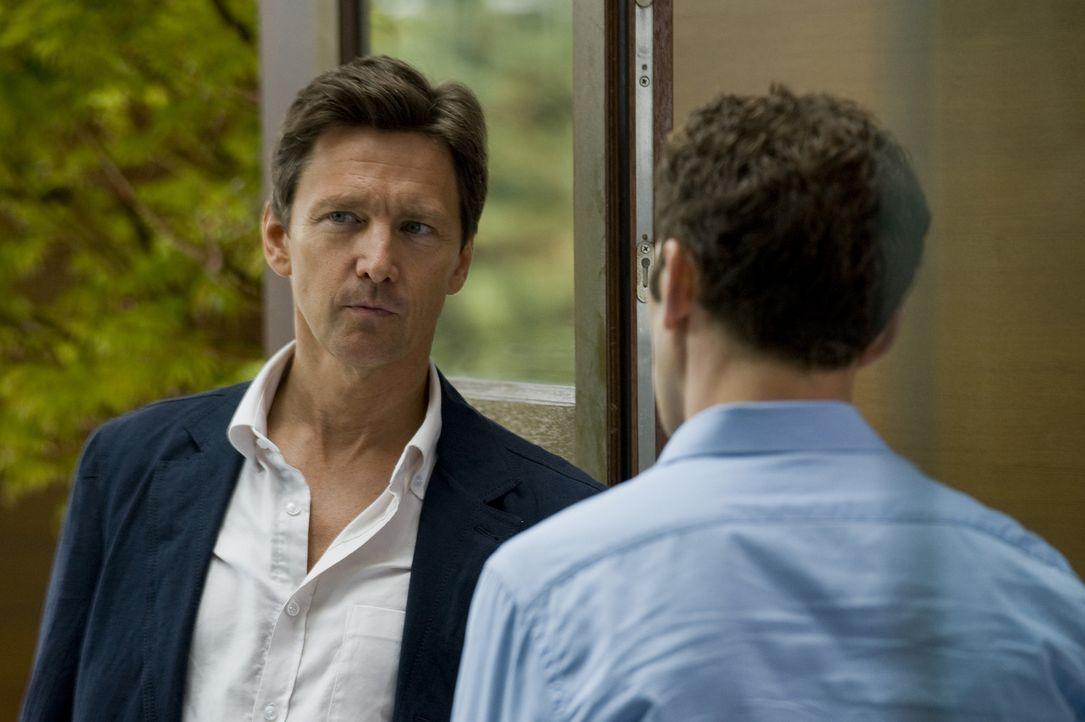 Marshall Bryant (Andrew McCarthy, l.) möchte nicht mehr, dass Hank (Mark Feuerstein, r.) für ihn arbeitet ... - Bildquelle: Universal Studios