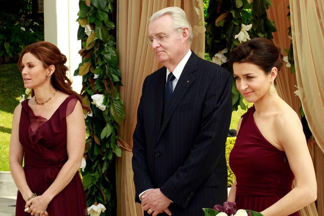 Warten gespannt auf das Brautpaar: Violet (Amy Brenneman, l.) und Amelia (Caterina Scorsone, r.) ... - Bildquelle: ABC Studios