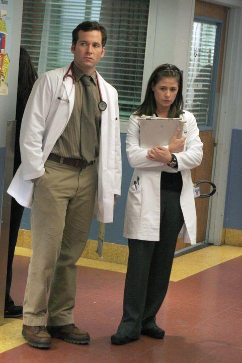 Hat ihre Liebe eine Chance?: Abby (Maura Tierney, r.) und Jake (Eion Bailey, l.) ... - Bildquelle: WARNER BROS