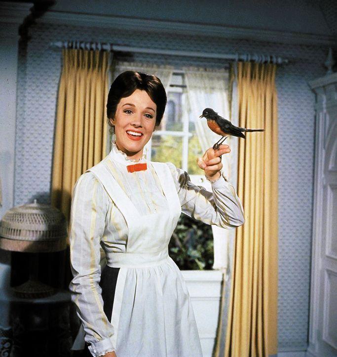 Als das Kindermädchen Mary Poppins (Julie Andrews) bei Familie Banks auftaucht, bricht eine Zeit unglaublicher Abenteuer im Kirschbaumweg 17 in Lond... - Bildquelle: Walt Disney Company. All Rights Reserved.