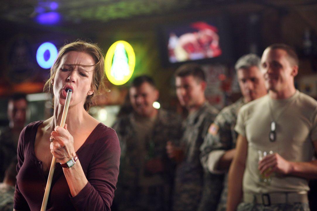 Hat mächtig viel Spaß: Sarah (Rachel Griffiths) ... - Bildquelle: Disney - ABC International Television