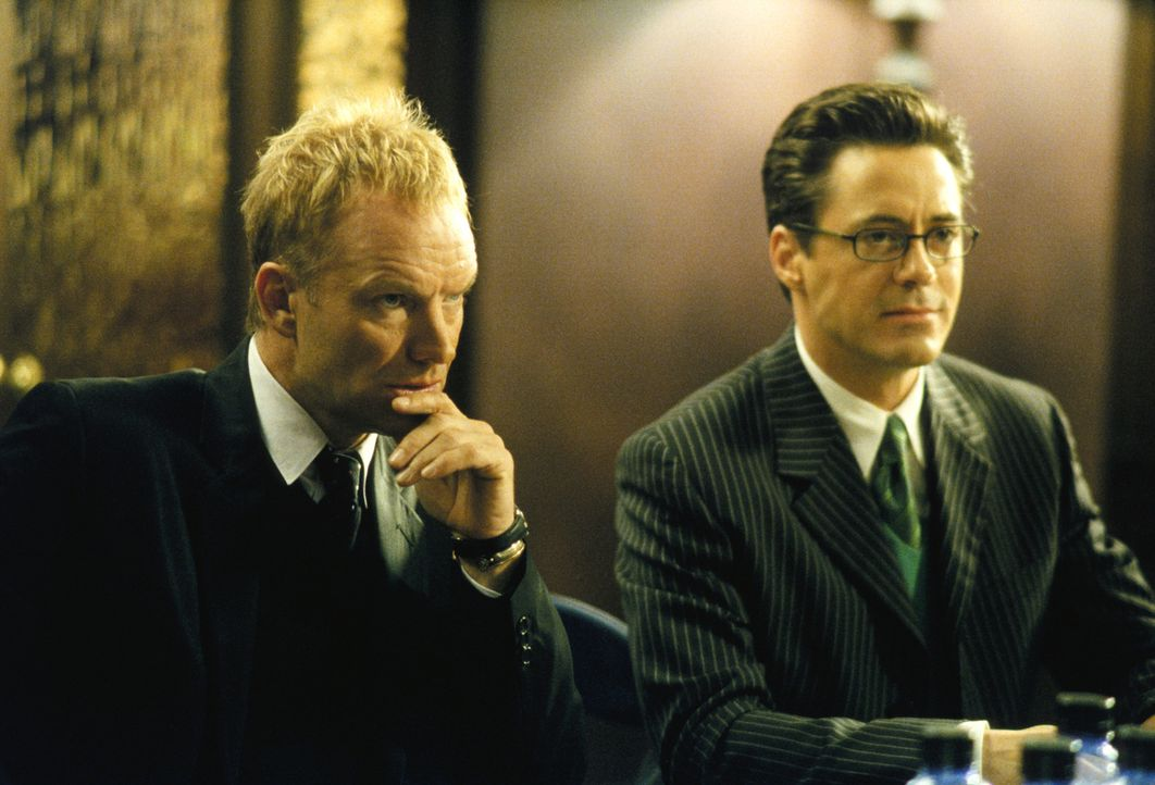 Larry (Robert Downey Jr., r.) vertritt den berühmten Sänger Sting (Sting, l.) in einem äußerst seltsamen Fall ... - Bildquelle: 2001 Twentieth Century Fox Film Corporation. All rights reserved.