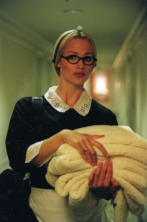 Sydney (Jennifer Garner) wird vom SD-6-Chef angewiesen, nach Moskau zu fliegen und den Verkauf einer gestohlenen Akte über geheime sowjetisch-ameri... - Bildquelle: Touchstone Television