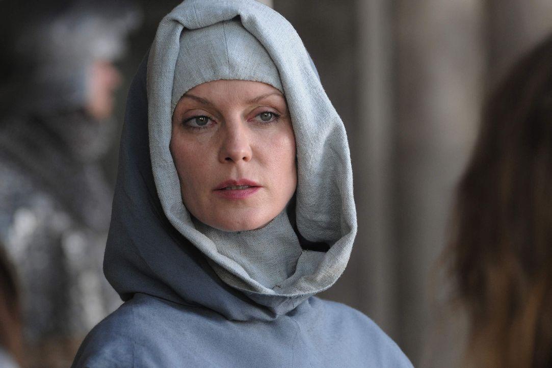 Äbtissin Isabell de Melancourt (Esther Schweins) ist die wunderschöne Mätresse von König Sigismund. Sie weiß um ihre Macht und ihren Einfluss u... - Bildquelle: Jiri Hanzl SAT. 1