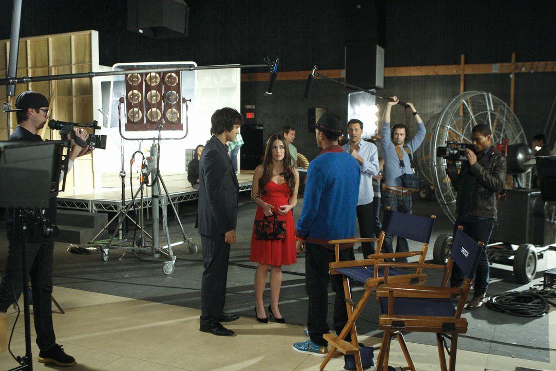 Navid und Dixon drehen ein Musikvideo in den alten Studios von Navids Dad. Sie sind überrascht als Adrianna (Jessica Lowndes, M.) dort auftaucht un... - Bildquelle: TM &   CBS Studios Inc. All Rights Reserved