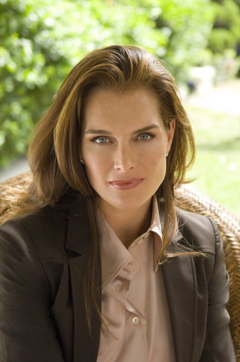 Hat eine dubiose Bitte an Christian: Dr. Faith Wolper (Brooke Shields) ... - Bildquelle: TM and   2004 Warner Bros. Entertainment Inc. All Rights Reserved.