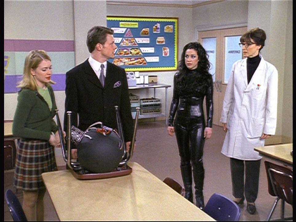 (v.l.n.r.) Sabrina (Melissa Joan Hart) weiß nicht, wie sie Harvey (Nate Richert), Valerie (Lindsay Sloane) und Mrs. Quick (Mary Gross) vor einem fi... - Bildquelle: Paramount Pictures