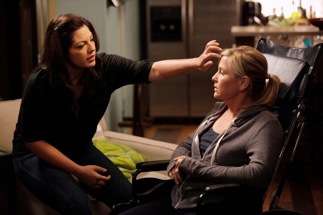 Seit dem Flugzeugabsturz ist ihr Leben völlig verändert: Callie (Sara Ramirez, l.) und Arizona (Jessica Capshaw, r.) ... - Bildquelle: ABC Studios