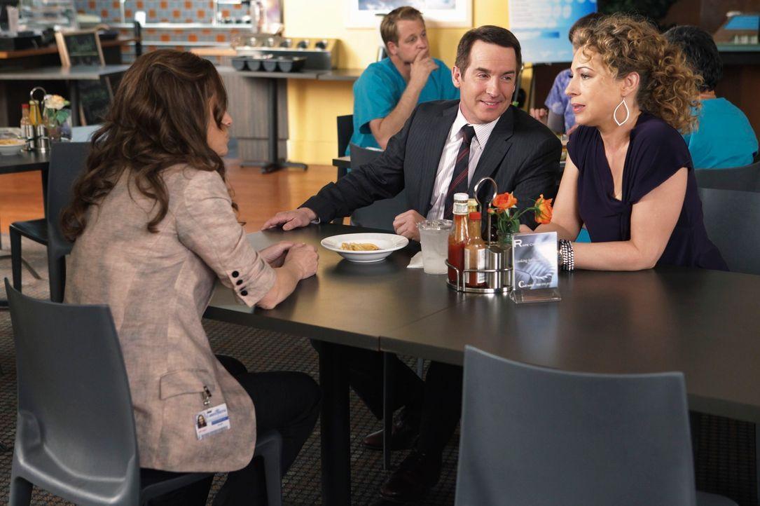Violet (Amy Brenneman, l.) ist entsetzt, dass sich Sheldon (Brian Benben, M.) mit Marla (Alex Kingston, r.) trifft ... - Bildquelle: ABC Studios