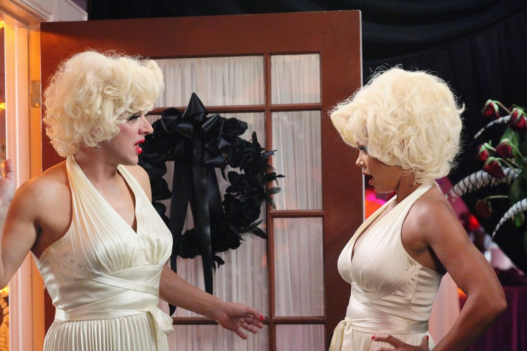 Sind geschockt, als sie erkennen, dass sie die gleiche Verkleidungsidee hatten: Renee (Vanessa Williams, r.) und Lee (Kevin Rahm, l.) ... - Bildquelle: ABC Studios