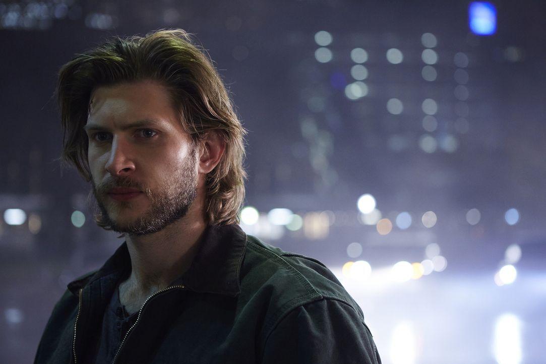 Clay (Greyston Holt) würde alles für Elena tun, doch manchmal ist selbst das nicht genug ... - Bildquelle: 2015 She-Wolf Season 2 Productions Inc.