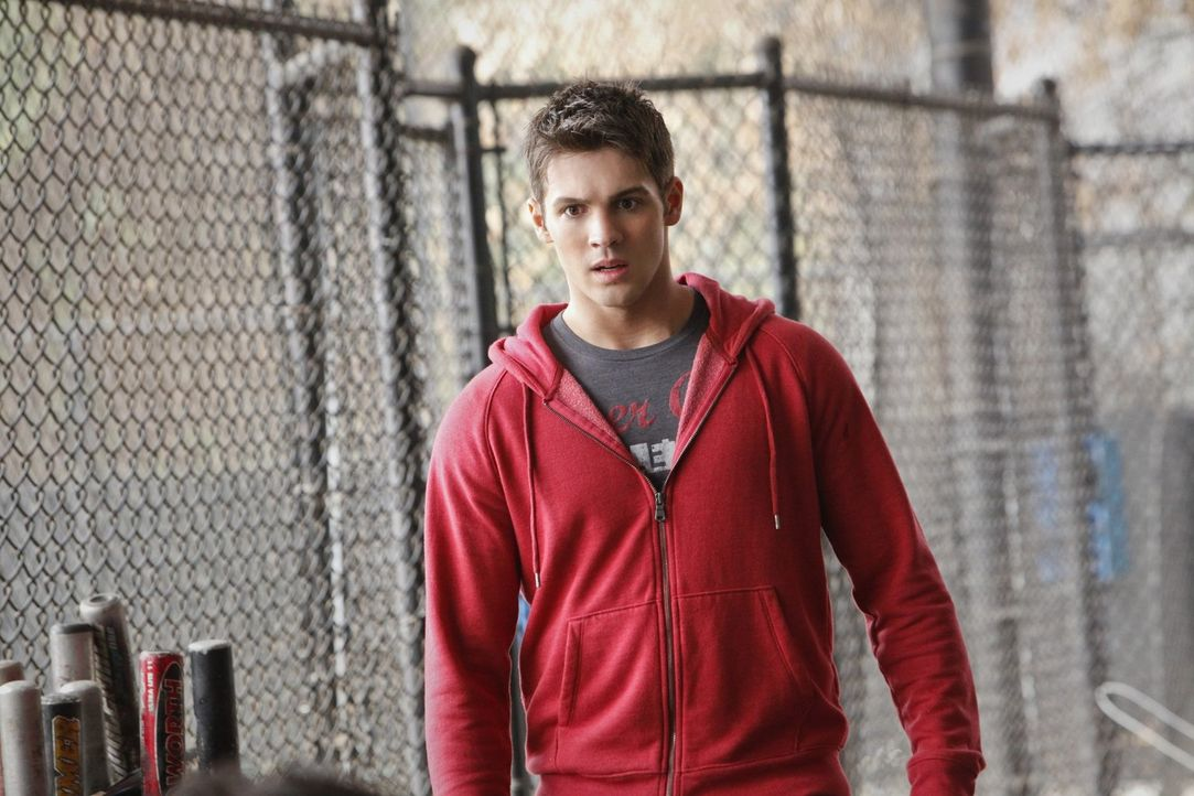 Während Elena und Damon aufbrechen, um sicherzugehen, dass Jeremy (Steven R. McQueen) in Denver keine Gefahr droht, gehen Stefan und Klaus extrem br... - Bildquelle: Warner Brothers