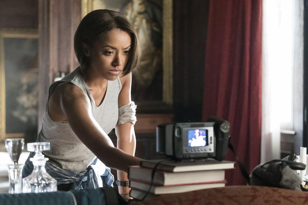 Während Bonnie (Kat Graham) versucht, der Anderwelt endlich zu entfliehen, macht sie eine unerwartete Entdeckung ... - Bildquelle: Warner Bros. Entertainment, Inc