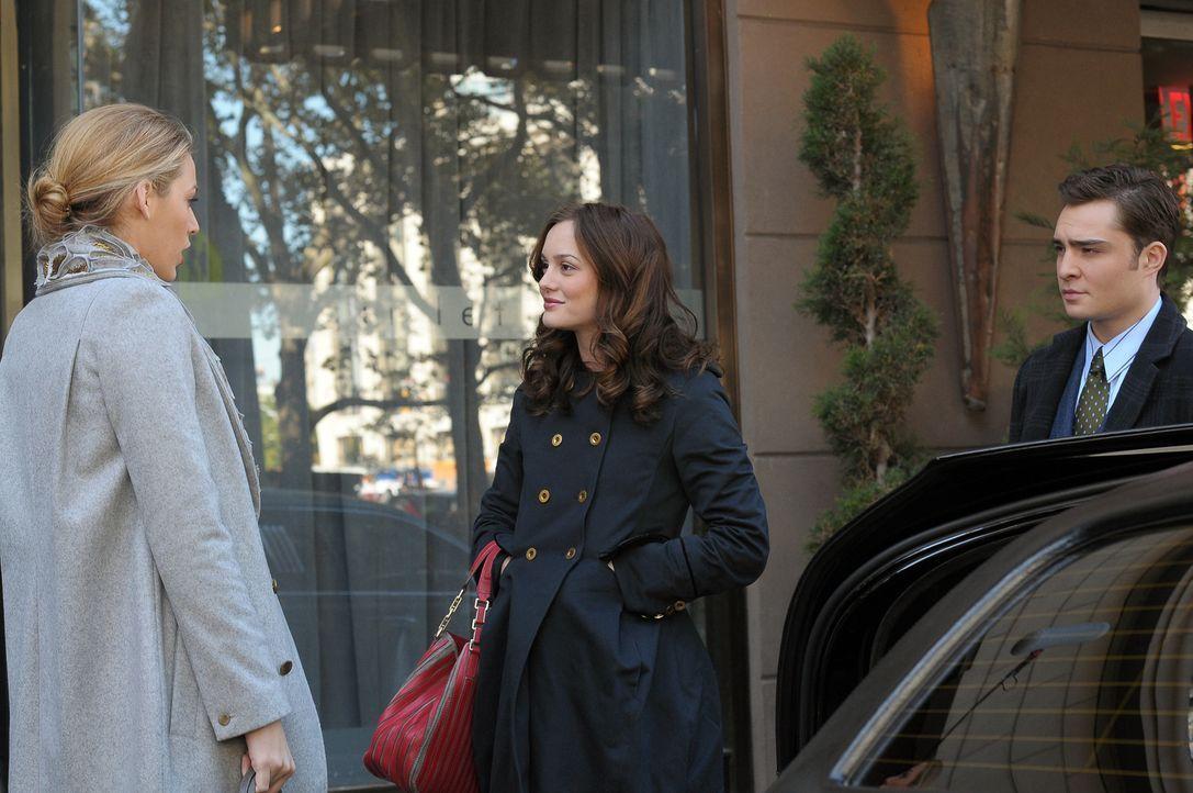 Blair (Leighton Meester, M.) kann Serenas (Blake LIvely, l.) Ausreden nicht mehr hören, und auch Chuck (Ed Westwick, r.) hält nicht viel von davon. - Bildquelle: Warner Brothers