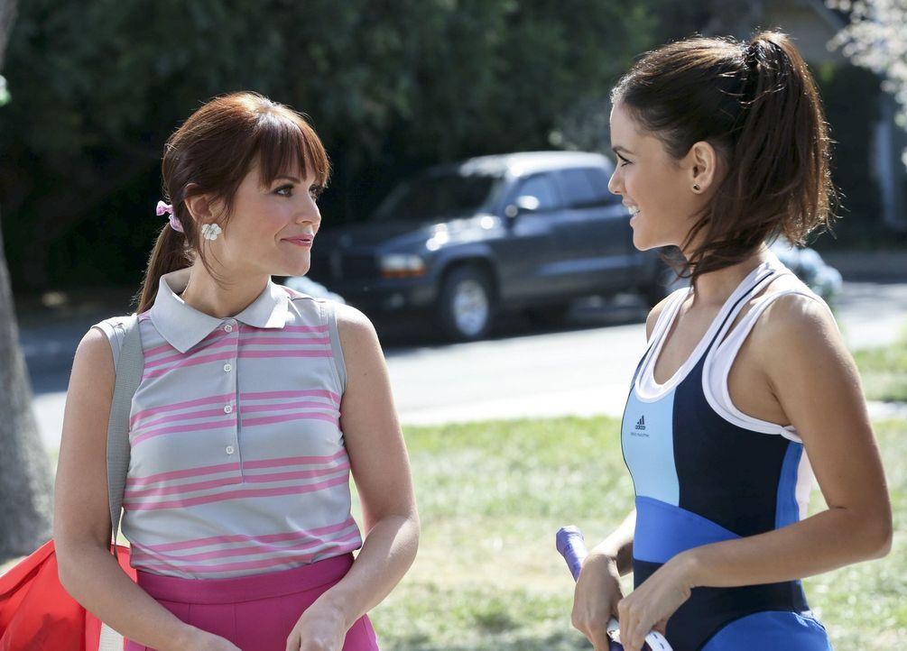 Zoe (Rachel Bilson, r.) freut sich sehr, ihre Cousine Vivian (Lauren Bittner, l.) wiederzusehen ... - Bildquelle: Warner Brothers