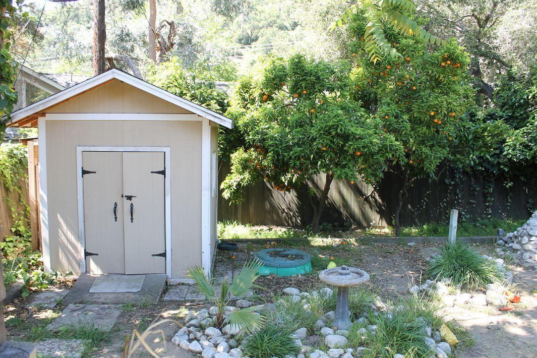 Ihr Garten war weder schön, noch praktisch oder Kindgerecht, doch das soll ich jetzt ändern und darum bitten Jen und Jeff Landschaftsgärtnerin Sara... - Bildquelle: 2014, DIY Network/Scripps Networks, LLC. All Rights Reserved.