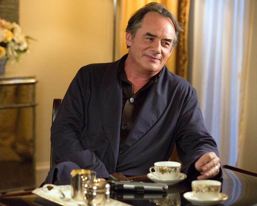 Adrian (Tom Irwin) hat seine ganz eigene Methode, um mit seiner Angst vor Einbrechern umzugehen ... - Bildquelle: 2014 ABC Studios