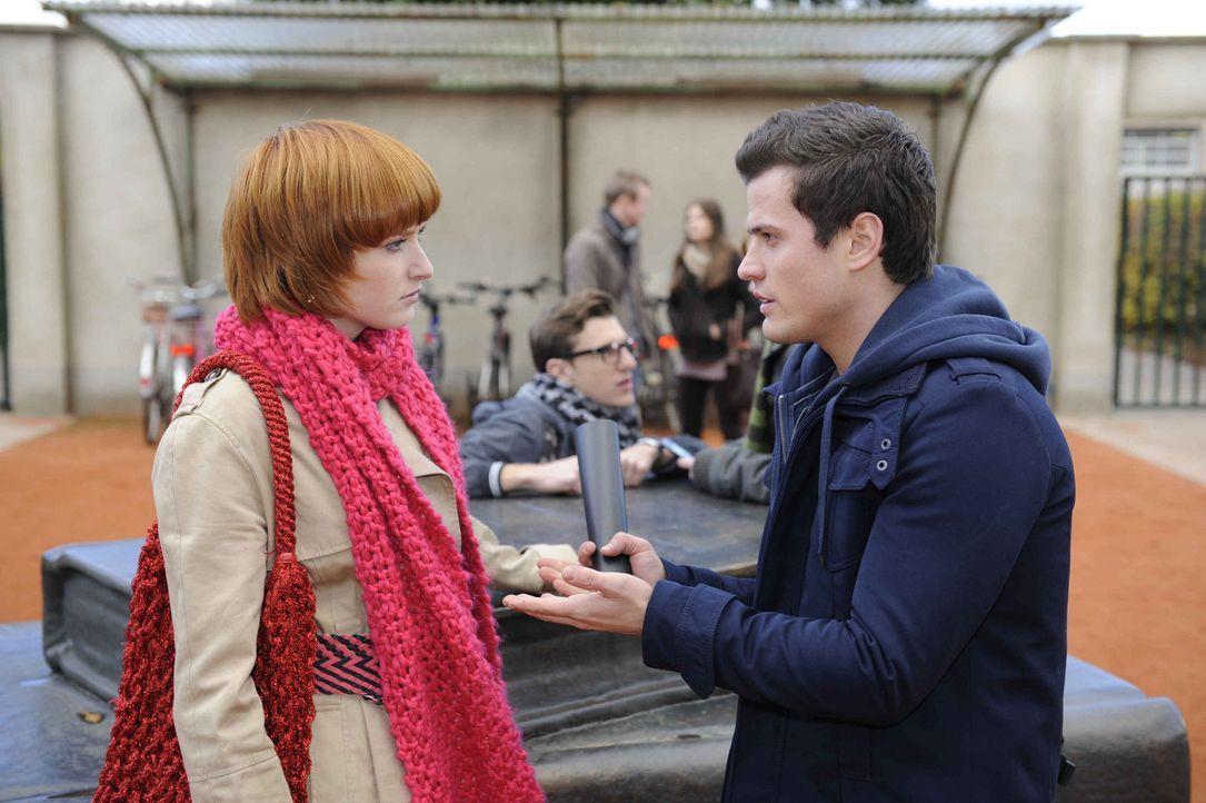 Sophie (Franciska Friede, l.) lässt ihre Eifersucht an Timo (Rocco Stark, r.) aus ... - Bildquelle: Christoph Assmann SAT.1