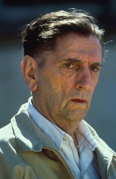 Kann Floyd Cage (Harry Dean Stanton) Detectiv Black helfen? - Bildquelle: Warner Bros.