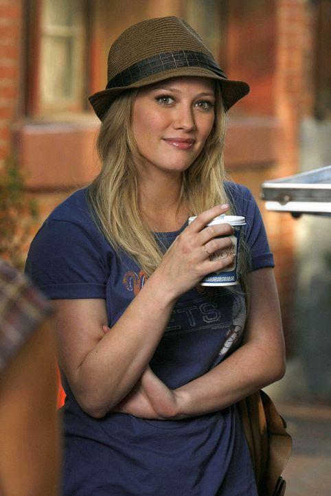 Olivia (Hilary Duff) freut sich, dass sie endlich normal behandelt wird und hofft, dass es auf der NYU genauso sein wird. - Bildquelle: Warner Brothers