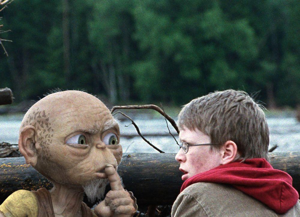 Der 605 Jahre alte Druide Oki hat einen ganz eigenen Grund, warum er gemeinsam mit Tim (Lukas Schust) die sagenumwobene Nessie finden will. Und dies... - Bildquelle: SAT.1