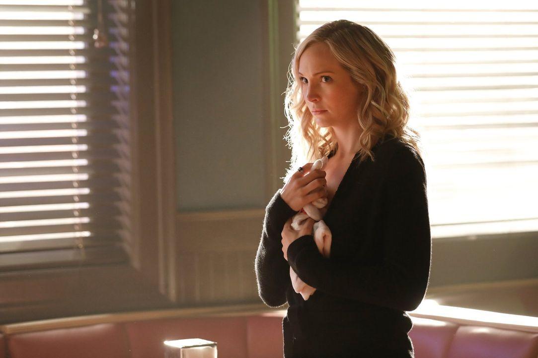 Um die Kinder zu retten, trifft nicht nur Caroline (Candice King) schmerzliche und folgenschwere Entscheidungen ... - Bildquelle: Warner Bros. Entertainment, Inc.