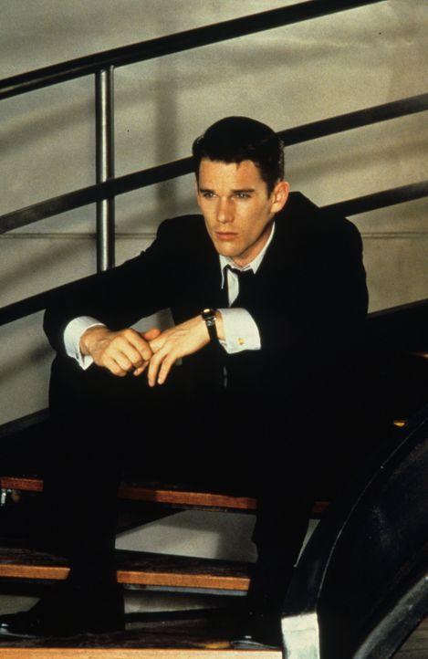 Findet sich nicht mit seinem Schicksal ab: Vincent (Ethan Hawke) versucht, an einen Job als Raumfahrt-Pilot zu ergattern ... - Bildquelle: Columbia Pictures