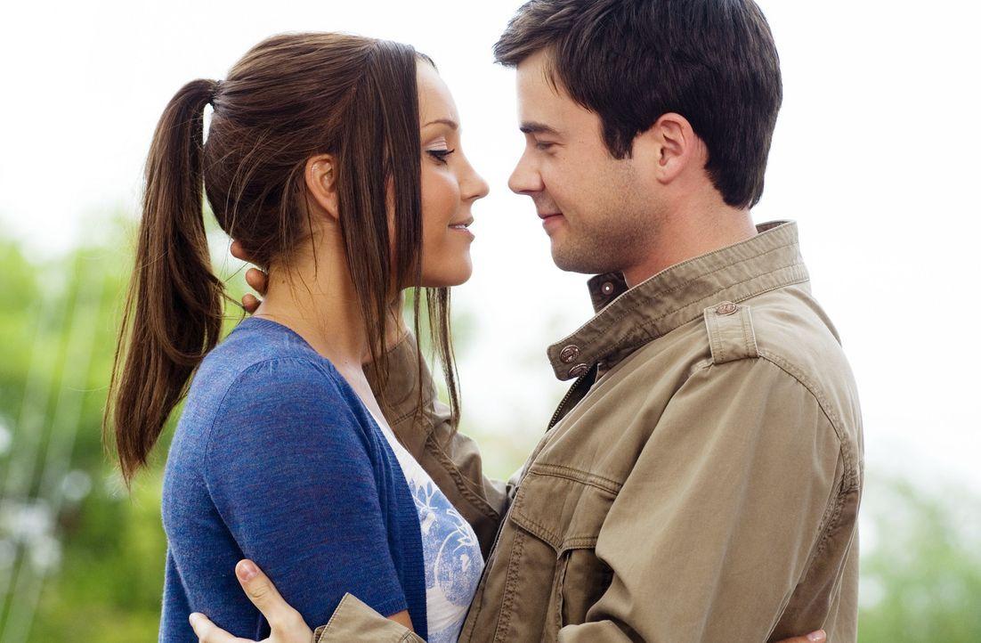 Allen Widerständen und Intrigen zum Trotz verlieben sich Sydney White (Amanda Bynes, l.) und Tyler Prince (Matthew Long, r.) ineinander. Das kann R... - Bildquelle: 2007 Universal Studios, All Rights Reserved