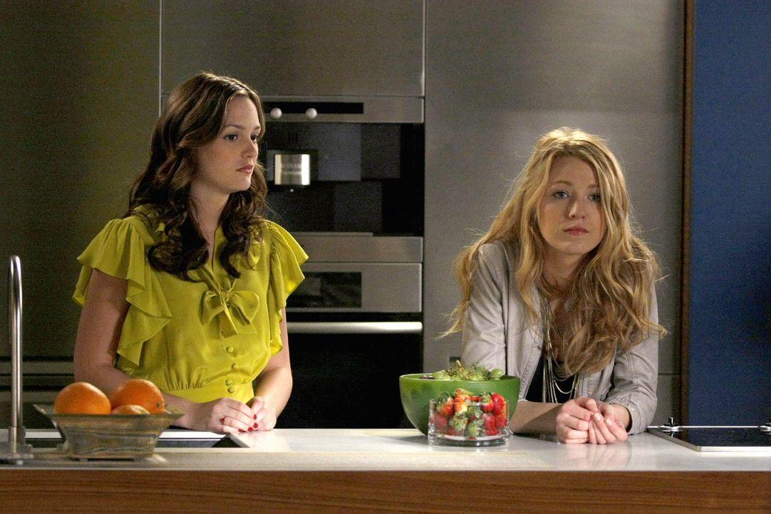 Die Probleme in ihrem Leben nehmen keine Ende: Blair (Leighton Meester, l.) und Serena (Blake Lively, r.) ... - Bildquelle: Warner Brothers
