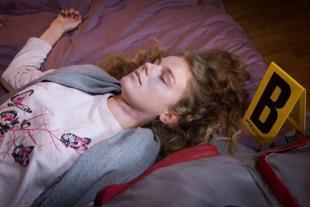 Nachdem sie Jahre als vermisst galt, ist unklar, wie Lea (Blandine Bourd) zurückkam und ob ihre Rückkehr zu einem Streit mit ihrer Mutter führte. Ha... - Bildquelle: Eloïse Legay 2017 BEAUBOURG AUDIOVISUEL