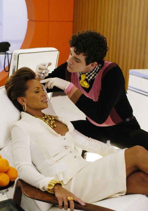 Wer schön sein will, muss leiden: Wilhelmina Slater (Vanessa Williams, l.) und Marc (Michael Urie, r.) ... - Bildquelle: Buena Vista International Television
