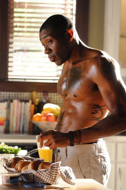 Das heiße Wetter lässt auch bei Lavon (Cress Williams) die Gefühle kochen ... - Bildquelle: Warner Bros.