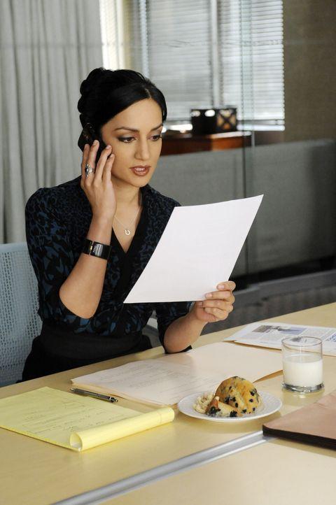 Kalinda (Archie Panjabi) erhält den Auftrag, schädigende Geheimnisse über einen gewissen Adam Spellmann herauszufinden ... - Bildquelle: 2011 CBS Broadcasting Inc. All Rights Reserved.