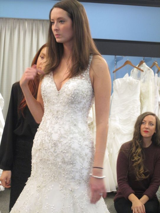 Kristy reist aus Toronto an, um ihr Traumkleid bei Vows zu finden. Unterdessen macht sich Laura Sorgen, dass für sie ein schulterfreies Kleid unvort... - Bildquelle: TLC