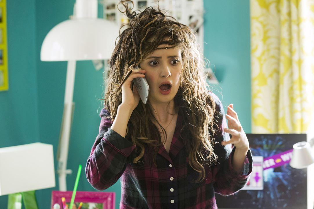 Für Monica (Laura Marano) wird der absolute Albtraum wahr: Ein Bad Hair Day am Tag ihres Abschlussballs - und das ist erst der Anfang ... - Bildquelle: Touchstone Television
