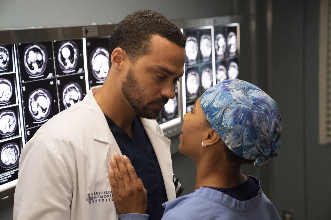 Dr. Jackson Avery (Jesse Williams, l.); Dr. Maggie Pierce (Kelly McCreary, r.) - Bildquelle: Mitch Haaseth ABC Studios / Mitch Haaseth