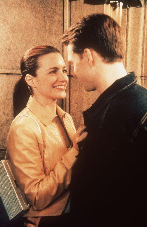Als Charlotte (Kristrin Davis, l.) den attraktiven Brad (Ross Gibby, r.) kennen lernt, würde sie ihm gerne näherkommen -  wäre er nicht ein so entse... - Bildquelle: Paramount Pictures