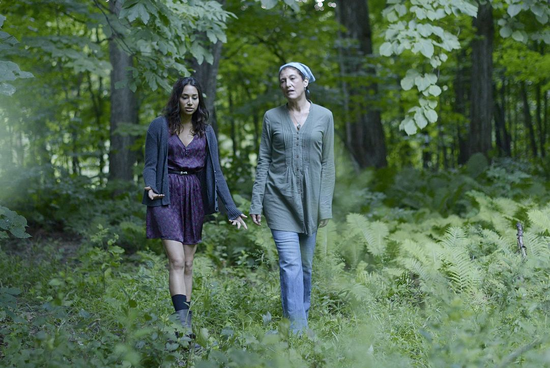 Wird Donna (Amy Aquino, r.) Sally (Meaghan Rath, l.) zeigen können, was die Magie mit ihr anstellt? - Bildquelle: Philippe Bosse 2014 B.H. 4 Productions (Muse) Inc. ALL RIGHTS RESERVED.