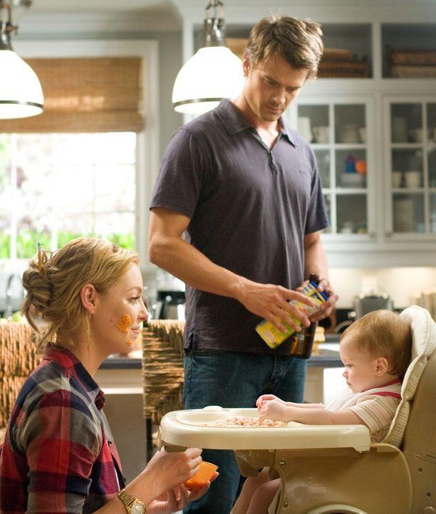 (v.l.n.r.) Holly Berenson (Katherine Heigl); Eric Messer (Josh Duhamel); Sophie (Alexis, Brynn und Brooke Clagett) - Bildquelle: Warner Bros.