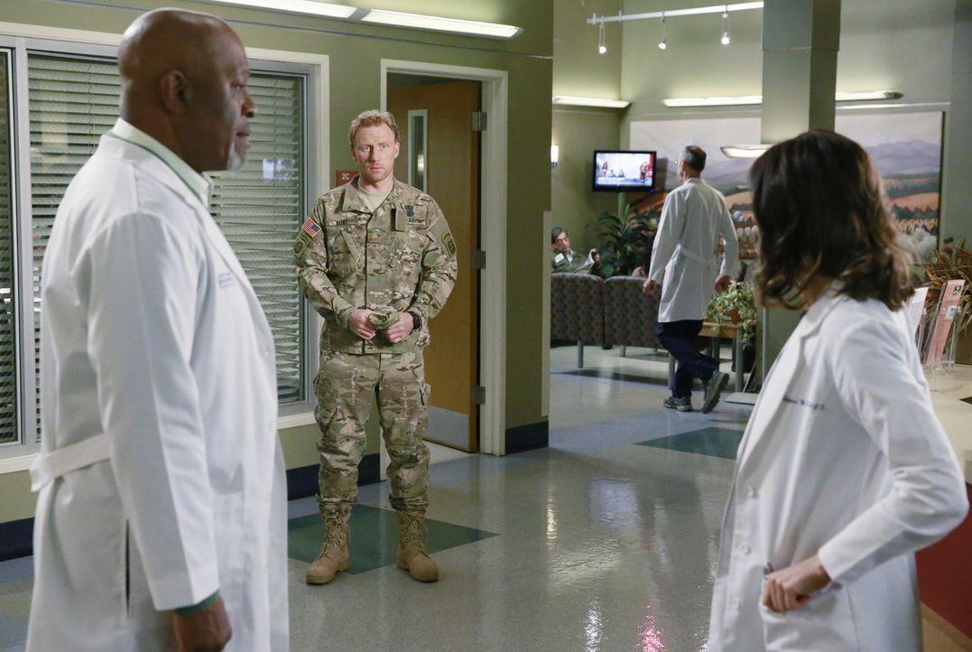 Während April und Owen (Kevin McKidd, M.) zurückkehren, macht sich Richard (James Pickens, Jr, l.) große Sorgen um Amelia (Caterina Scorsone, r.), d... - Bildquelle: ABC Studios
