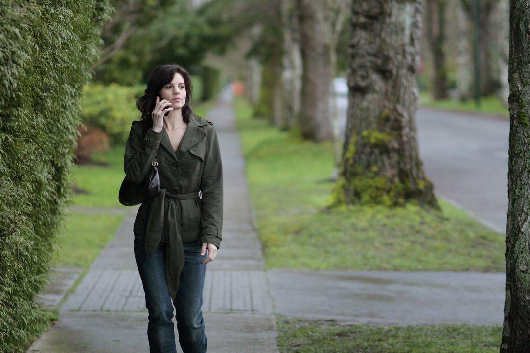 Emily Hollander (Leah Cairns) schreckt vor nichts zurück und überlegt bereits, wie sie ihren nächsten Plan ausführen kann ... - Bildquelle: TOUCHSTONE TELEVISION