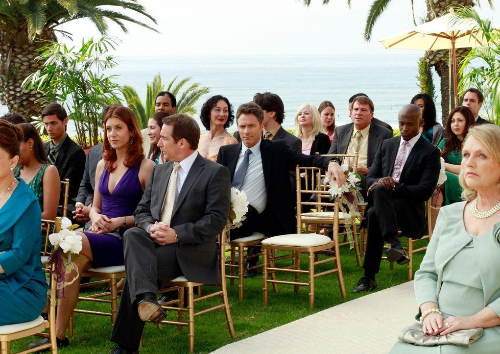 Warten auf das Brautpaar: Addison (Kate Walsh, 4.v.l.), Sheldon (Brian Benben, 5.v.l.), Pete (Tim Daly, 7.v.l.), Sam (Taye Diggs, 5.v.r.) und Charlo... - Bildquelle: ABC Studios