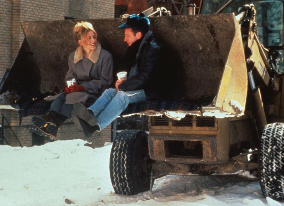 Lucy (Sarah Jessica Parker, l.) und Joe (Eric Schaeffer, r.) erinnern sich kurz vor ihrem 30. Geburtstag an einen Schwur aus Studienzeiten: Sie woll... - Bildquelle: 1996 TriStar Pictures, Inc. All Rights Reserved.