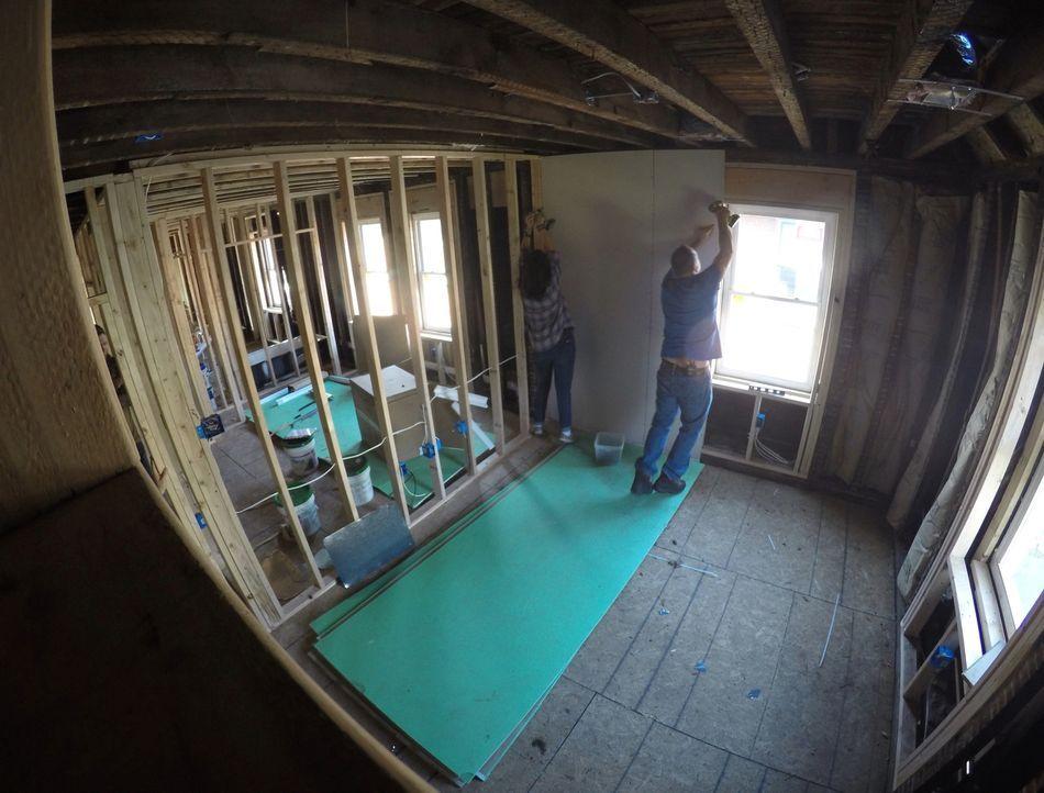 Denise und Tom erstehen ein Haus in einem historischen Stadtteil für knapp ü... - Bildquelle: 2016,DIY Network/Scripps Networks, LLC. All Rights Reserved
