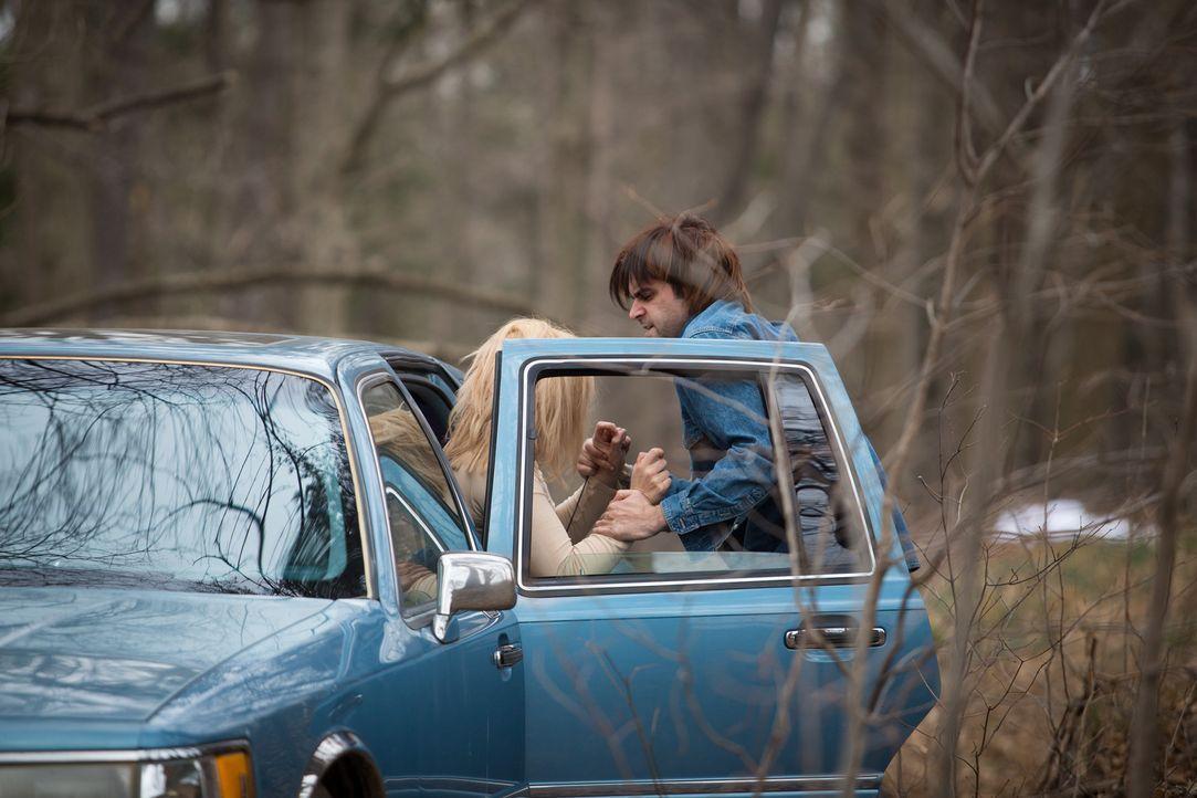 Als Sandie einem anscheinend freundlichen Mann ein Lächeln schenkt, nimmt für sie der blanke Horror seinen Lauf ... - Bildquelle: Darren Goldstein Cineflix 2014