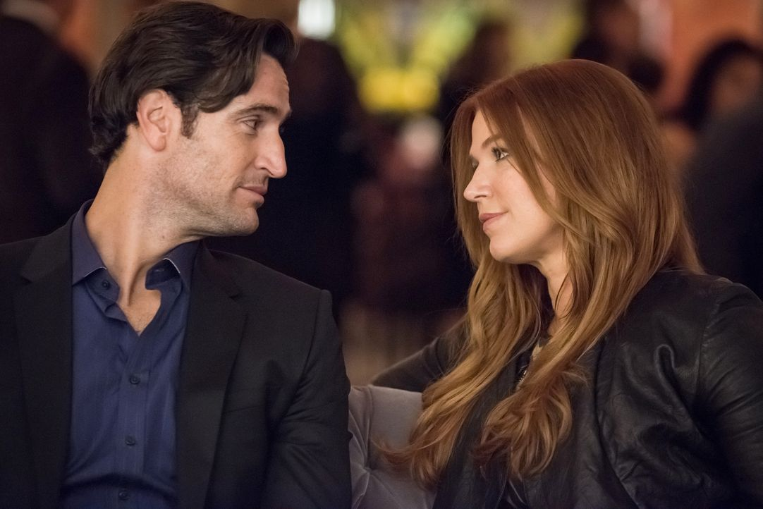 Obwohl ihre Chefin sich sorgt, dass ihre Beziehung den Fall kompromittieren könnte, nutzt Carrie (Poppy Montgomery, r.) ein Treffen mit ihrem Verflo... - Bildquelle: Jeff Neumann 2015, 2016 Sony Pictures Television Inc. All Rights Reserved.