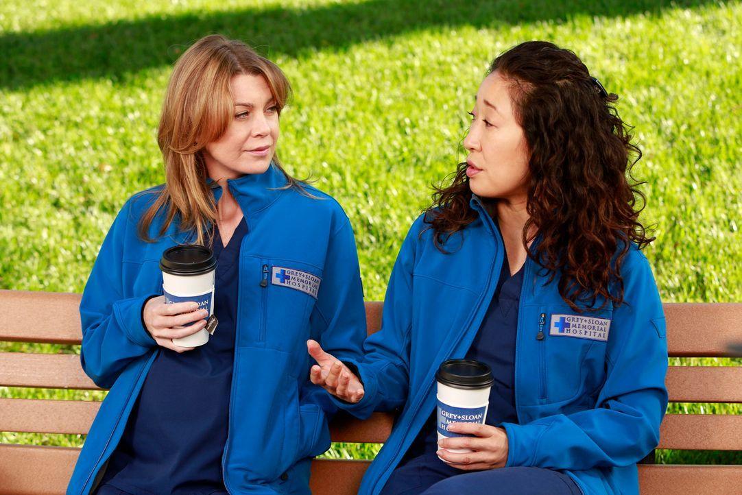 Meredith (Ellen Pompeo, l.) erkennt während eines Gesprächs mit Christina (Sandra Oh, r.), dass diese ihre Kinder zwar liebt, jedoch nicht die Vormu... - Bildquelle: ABC Studios