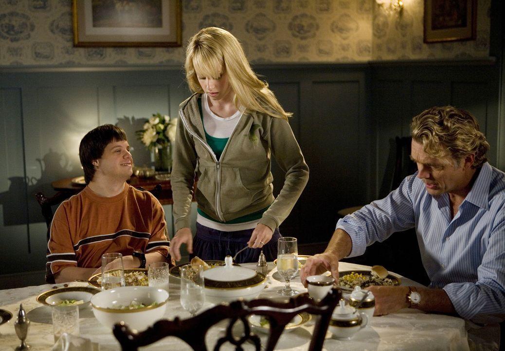 Gelingt es Grace (Megan Park, M.), ihren Bruder Tom (Luke Zimmerman, l.) und ihren strengen Vater Marshall (John Schneider, r.) von der Moralität ih... - Bildquelle: ABC Family