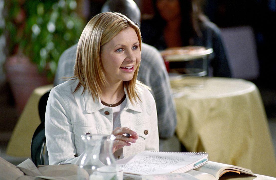 Lucy Camden (Beverly Mitchell) trifft auf eine alte College-Freundin, die dringend auf der Suche nach einer Bleibe ist ... - Bildquelle: The WB Television Network